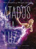 ATADOS A LA LUZ - 9788424659318 - AMIE KAUFMAN
