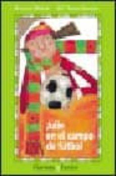 Cdaea.es Julie En El Campo De Futbol Image